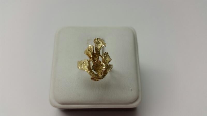 14k Flower Ring Size 6