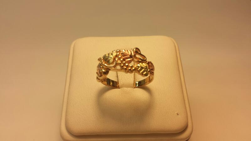 10k Black Hills Gold Ring with Grape Vine Design - Size 8