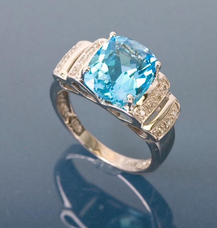 Blue Topaz Lady's Stone & Diamond Ring 10 Diamonds .10 Carat T.W.