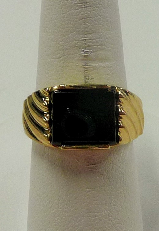 Synthetic Onyx Gent's Stone Ring 14K Yellow Gold 7.16dwt