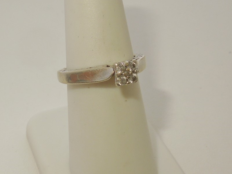 Lady's Diamond Solitaire Ring 5 Diamonds .21 Carat T.W. 10K White Gold 2.8g