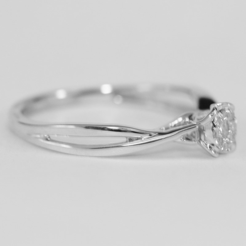 10K W/G Integrated Heart Set Round Brilliant Diamond Ring Size 7