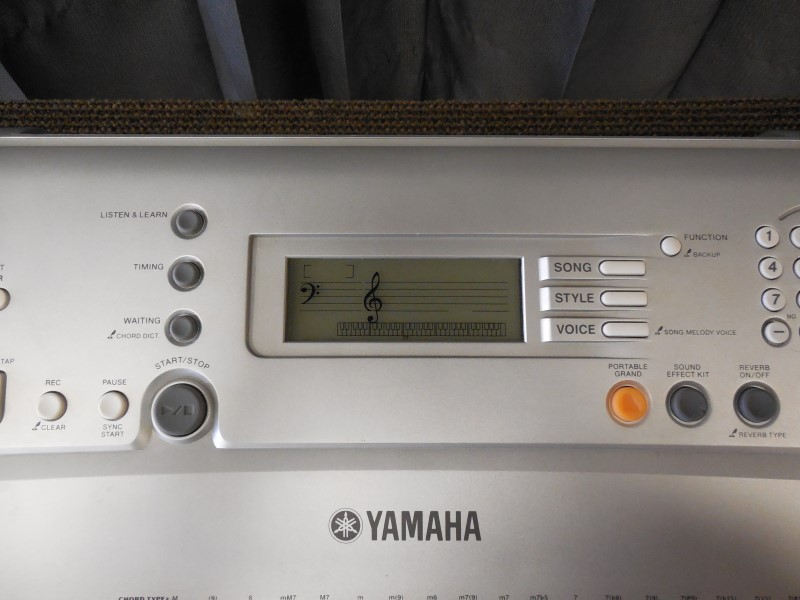 YAMAHA 61 KEY KEYBOARD YPT-300