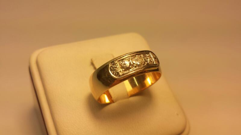 14k Wedding Band with 7 Diamonds .54ctw - 4.3dwt - Size 11