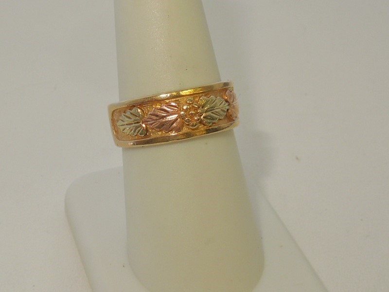 Lady's Gold Ring 10K Tri-color Gold 5.2g