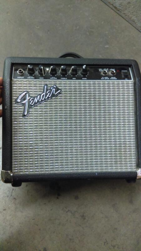 FENDER Electric Guitar Amp PR241