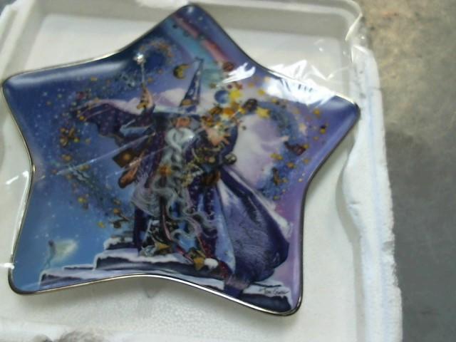 ROYAL DOULTON Collectible Plate/Figurine RA8661