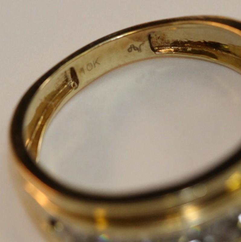 10K Yellow Gold Men's Diamond Wedding Band Size 9.75