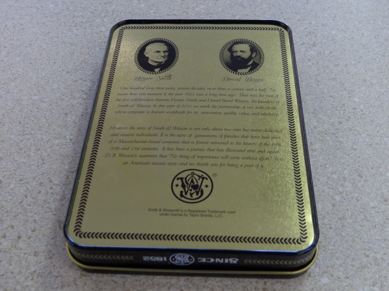 SMITH & WESSON 2 PIECE KNIVES IN COLLECTIBLE TIN