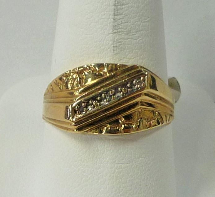 Gent's Diamond Fashion Ring 3 Diamonds .06 Carat T.W. 10K Yellow Gold 2.03dwt