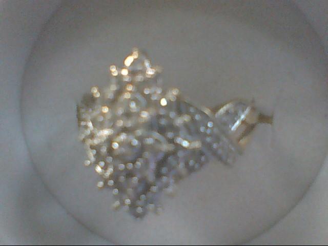 Lady's Diamond Cluster Ring 26 Diamonds .26 Carat T.W. 10K Yellow Gold 3.2g