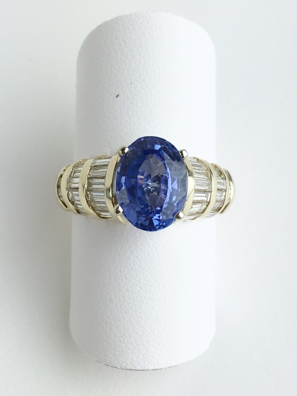 Tanzanite Lady's Stone & Diamond Ring 34 Diamonds 1.36 Carat T.W.