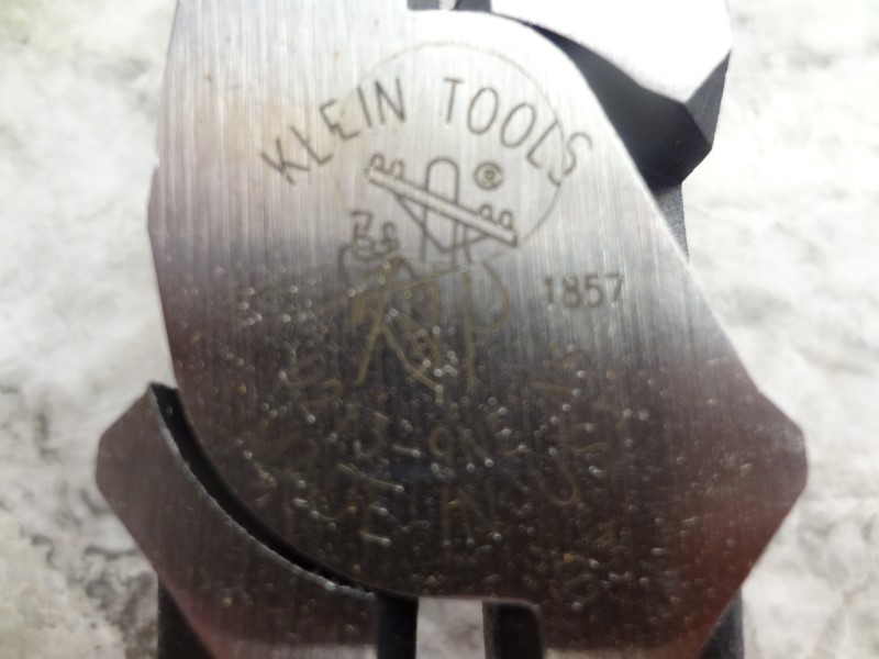 "KLEIN TOOLS D213-9NE 9"" HIGH-LEVERAGE SIDE-CUTTING PLIERS"