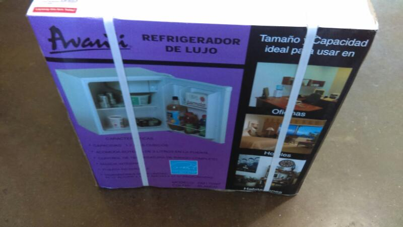 AVANTI Refrigerator/Freezer RM170WF