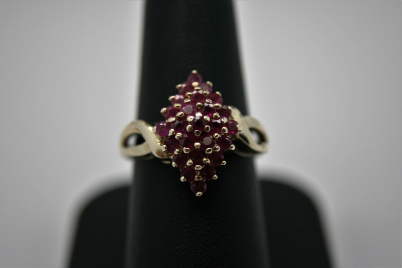 LADY'S FASHION RUBY RING 10K YELLOW GOLD