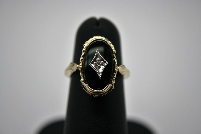 LADY'S FASHION ONYX W/ DIAMOND RING 10K YELLOW GOLD