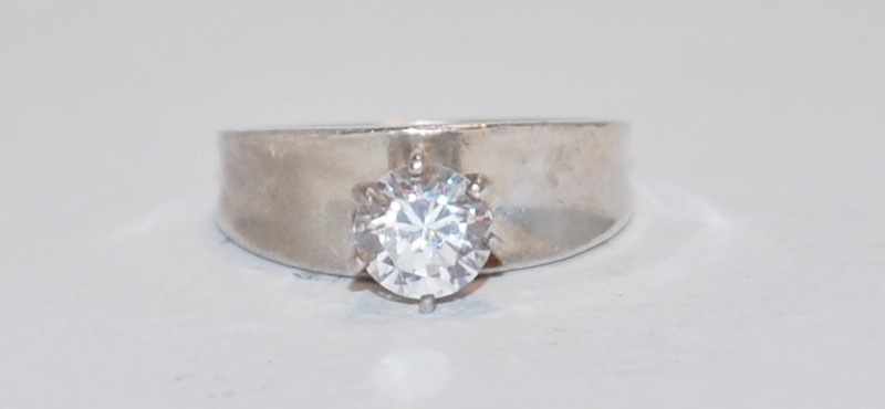 Cubic Zirconia Lady's Silver & Stone Ring 925 Silver 3.36g Size:7