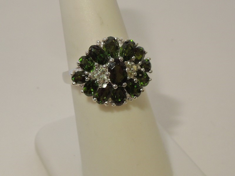 Synthetic Peridot Lady's Stone Ring 10K White Gold 4.8g