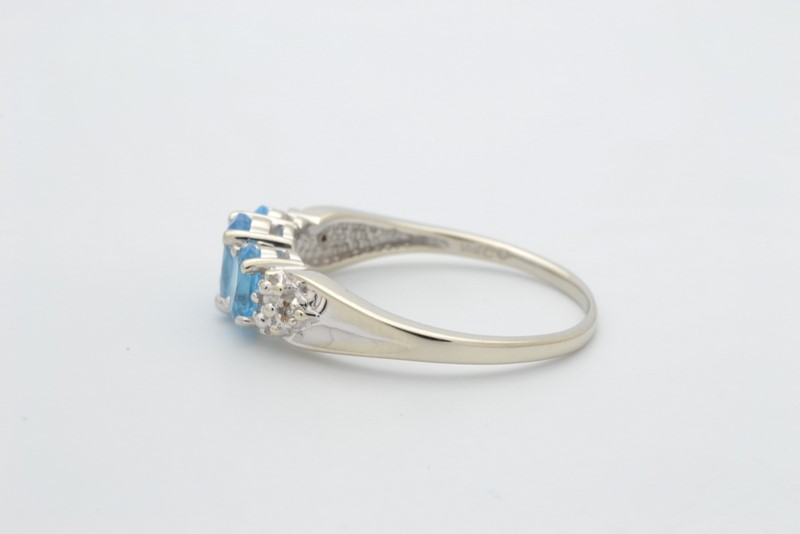 ESTATE 3 BLUE TOPAZ DIAMOND RING SOLID 10K WHITE GOLD OVAL SIZE 7.25