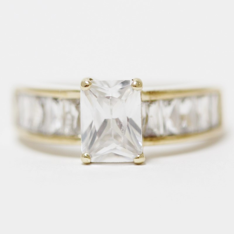10K Yellow Gold Emerald & Baguette Cut White Stone Ring Size 7