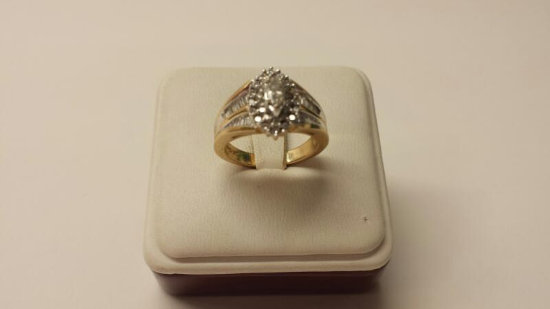 14k Yellow Gold Ring with 55 Diamonds at 1.49dwt - 5.1dwt - Size 7