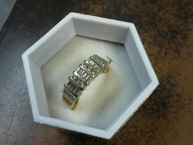 Lady's Diamond Wedding Band 12 Diamonds .12 Carat T.W. 14K Yellow Gold 6.1g