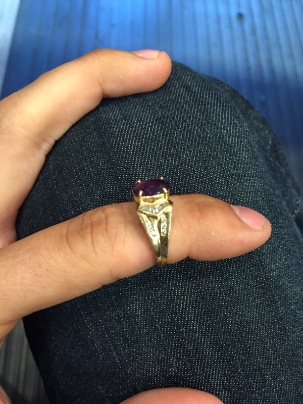 Purple Stone Lady's Stone Ring 10K Yellow Gold 2.6dwt
