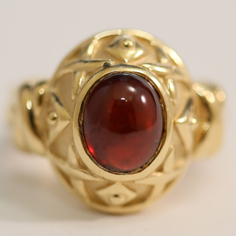 14K Yellow Gold Cabochon Cut Red Stone  Ring Size 5.5