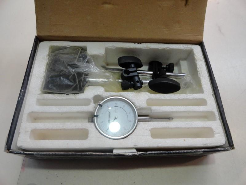 Westward 4KU71 Dial Indicatior & Magnetic Base Indicator Set