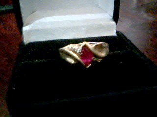 Lady's Gold Ring 10K Yellow Gold 3g Size:8