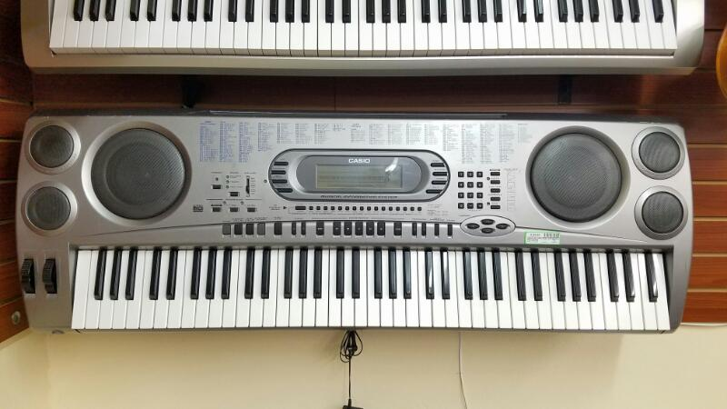 Casio WK-1800 76-Key Full-Size Musical Keyboard with Disk Drive