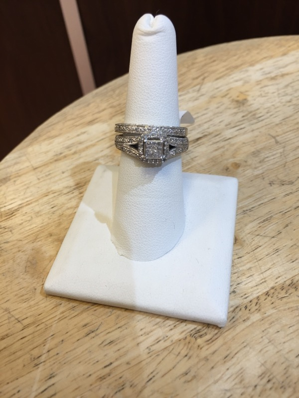 Lady's Silver-Diamond Ring 60 Diamonds .60 Carat T.W. 925 Silver 7g