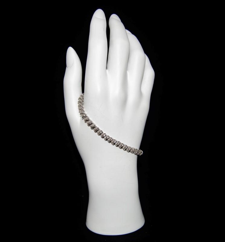 10K Women's White Gold Shared Prong Round Brilliant Cut Diamond Tennis Bracelet