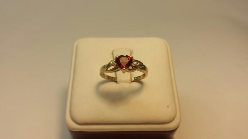 10k Yellow Gold Ring with 1 Orange Stone and 2 White Stones - 1.2dwt - Size 7