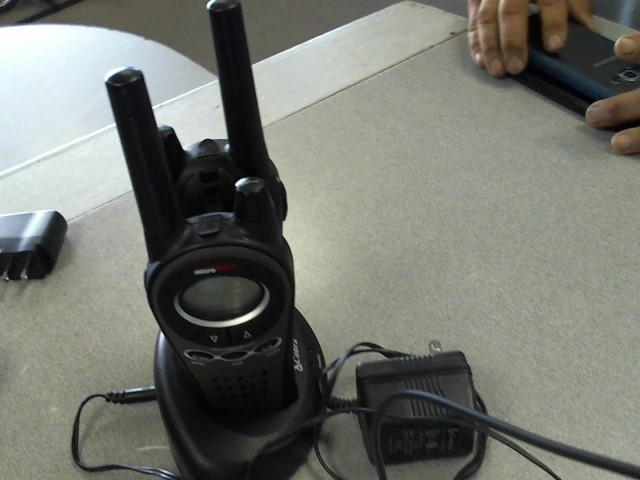 COBRA ELECTRONICS 2 Way Radio/Walkie Talkie MICRO TALK PAIR