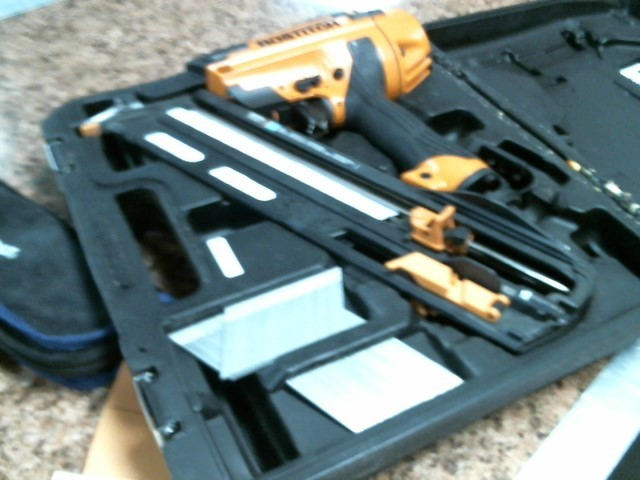 BOSTITCH Nailer/Stapler BTFP72156