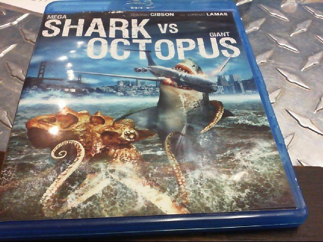 BLU-RAY MOVIE MEGA SHARK VS GIANT OCTOPUS