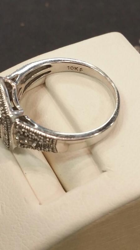 Lady's Gold Ring 10K White Gold 2.5dwt