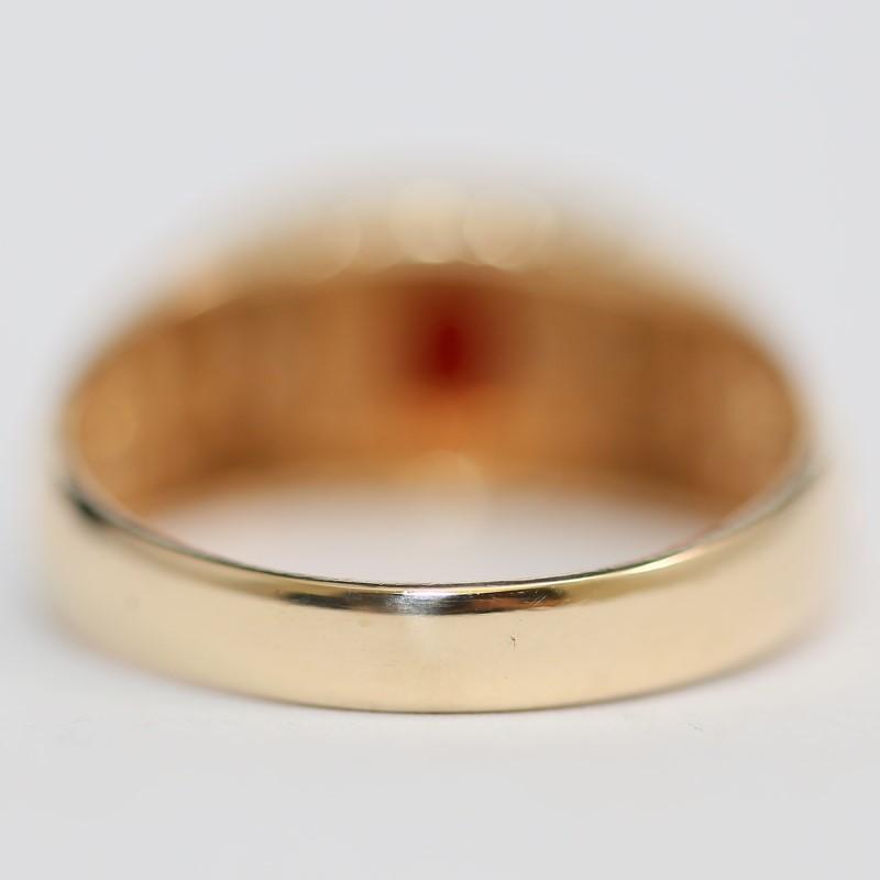 Ladies 10K Yellow Gold Garnet and Diamond Ring Size 10