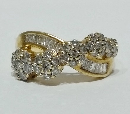 10K Yellow Gold Floral Diamond & Baguette Criss-Cross Cluster Ring sz 7