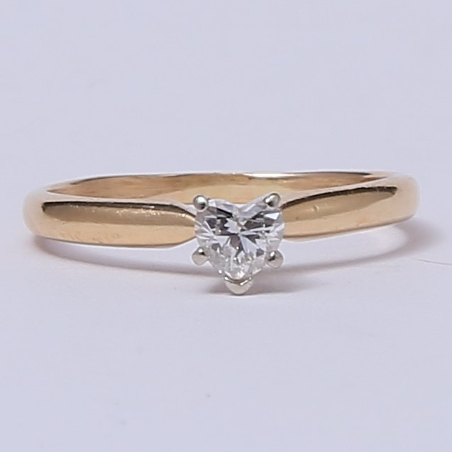 14K Yellow Gold Heart Cut Diamond Solitaire Ring Size 6