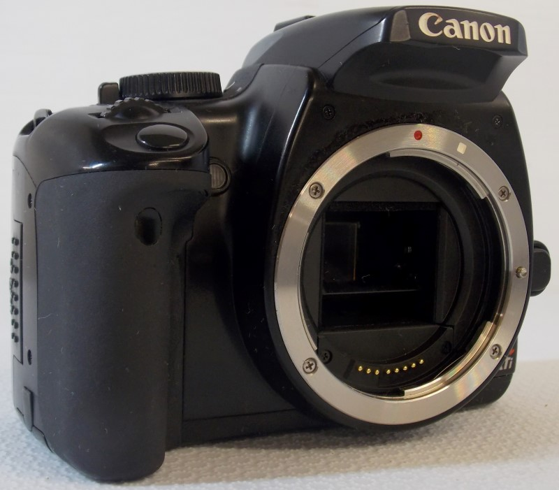 CANON EOS DIGITAL REBEL XTI 10.1MP DS126151 SLR CAMERA BODY WITH SOFT CASE
