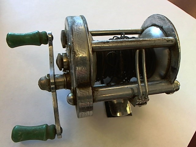 PFLUEGER AKRON 1893 FISHING REEL