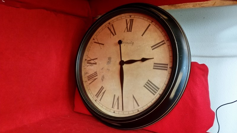 """Infinity """"Antique Style"""" Wall Clock"""
