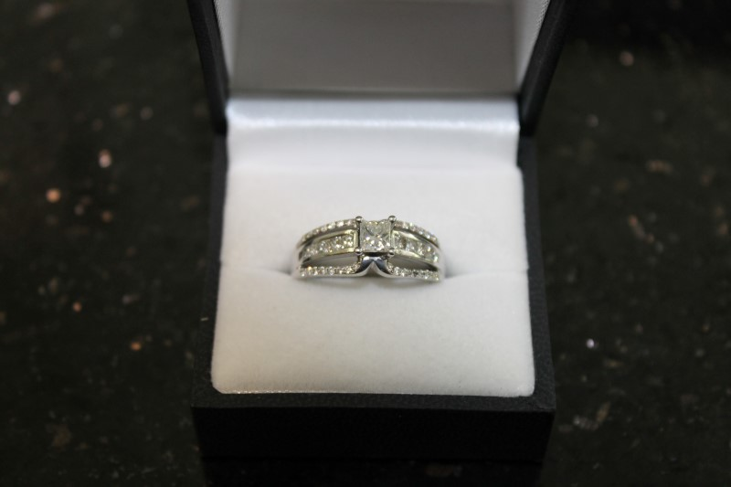 Lady's Diamond Engagement Ring 43 Diamonds 1.36 Carat T.W. 14K White Gold 6.3g