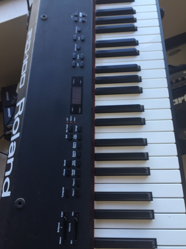 ROLAND Keyboards RD-100