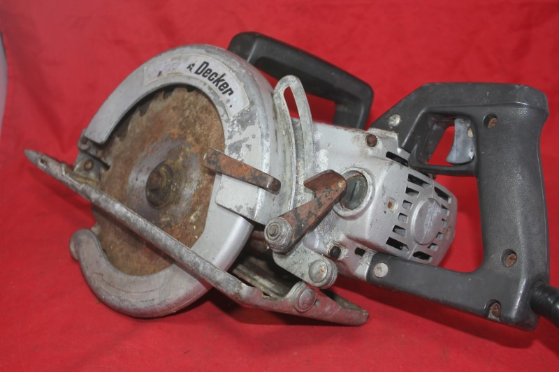 "Vintage Black & Decker 7"" Portable Electric Saw Type A Cast Aluminum Worm Drive"
