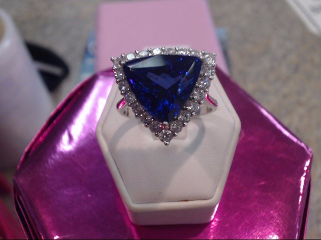 Tanzanite Lady's Stone & Diamond Ring 20 Diamonds 1.00 Carat T.W.