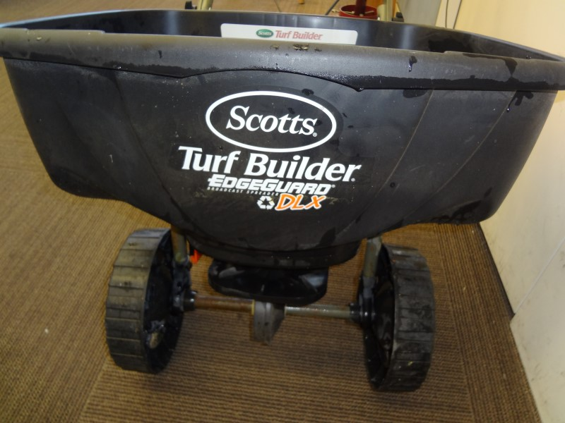 scotts turf builder edgegaurd dxl broadcast spreader