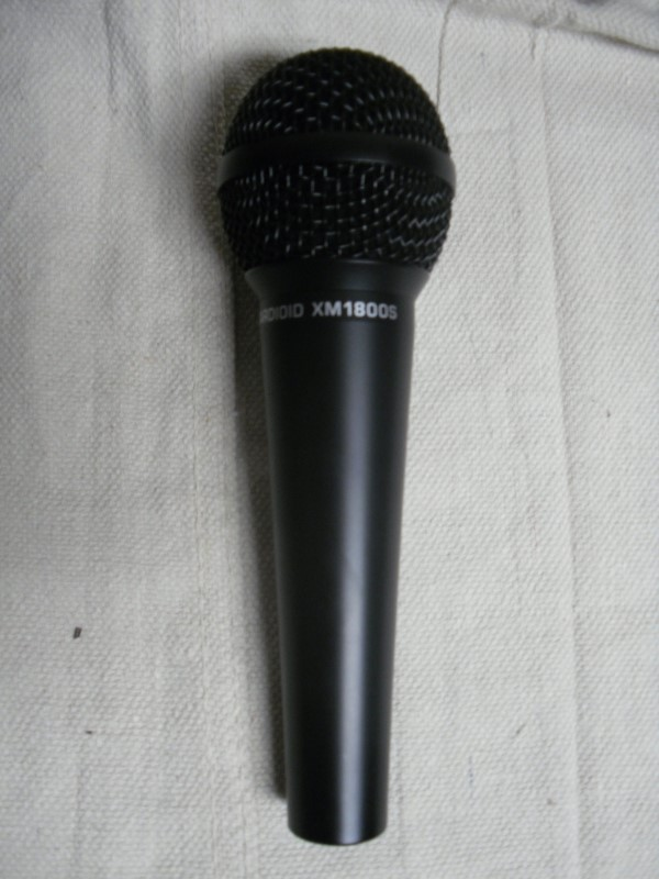 Microphone Set, 2 Peavey & 1 Behringer. Cardioid Microphones.